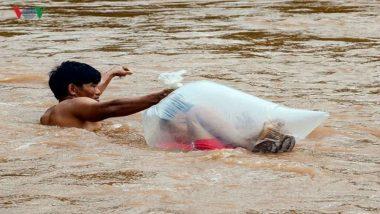 Plastic Bag Kids: అక్కడ బడికి వెళ్లాలంటే బాహుబలిలో శివగామిలా ఎవరో ఒకరు నది దాటించాలి. ప్లాస్టిక్ కవర్లో పిల్లలను నది దాటిస్తున్నారు.