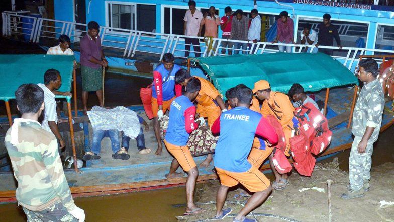 Godavari Boat Mishap Update: సాయంత్రానికి రాయల్ వశిష్ట బోటు బయటకు వచ్చే అవకాశం, బోటుకు తాళ్లు బిగించిన విశాఖ డీప్ సీ డైవర్స్, మరో డెడ్ బాడీ బయటకు, 40 అడుగుల లోతులో బోటు