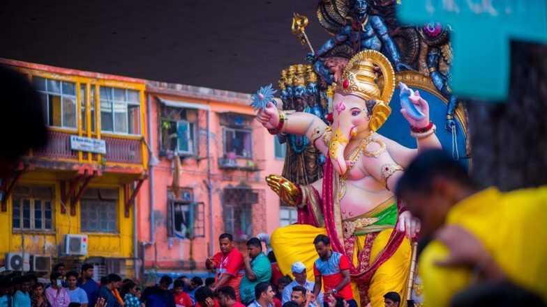 Ganesh Chaturthi: దేశవ్యాప్తంగా వినాయక చవితి శోభ, ప్రతి ఇంటిలో- వాడవాడలో కొలువుదీరిన గణనాథుడు. వినాయక చవితిని ఏ రోజు జరుపుకుంటారు, మరియు వినాయకుడి ఉన్న విభిన్నమైన పేర్లను ఇక్కడ తెలుసుకోండి.