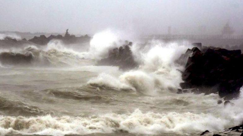 Cyclone Kyarr: బలహీనపడుతున్న క్యార్ తుఫాను, మరో 24 గంటల పాటు అప్రమత్తంగా ఉండాలని వాతావరణ శాఖ హెచ్చరిక, హైదరాబాద్ నగరాన్ని మంచెత్తిన భారీ వర్షం