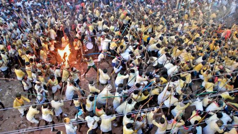 Devaragattu Bunny Festival: కర్రల సమరానికి సర్వం సిద్ధం, రక్తపాతం జరగకుండా చూసేందుకు పోలీసుల ప్రయత్నం, గాయపడిన వారికి వెంటనే చికిత్స, నిఘా నేత్రంలో బన్ని ఉత్సవాలు