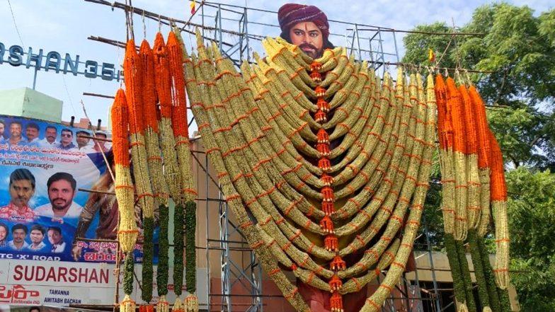 Sye Raa Mania: ఔరా అనిపిస్తున్న సైరా కటౌట్లు, 'ట్వింకిల్ ట్వింకిల్ లిటిల్ స్టార్.. చిరంజీవి మెగాస్టార్' అంటూ మెగా అభిమానాన్ని చాటుకుంటున్న ఫ్యాన్స్, పాజిటివ్ టాక్తో దూసుకుపోతున్న 'నరసింహా రెడ్డి'