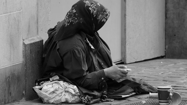 Cash-rich Beggar: ఆ భిక్షగత్తె లక్షాధికారి, బ్యాంక్ ఖాతాలో రూ. 2 లక్షలు, చేతి పర్సులో రూ. 15 వేలు, అన్ని రకాల ప్రభుత్వ గుర్తింపు కార్డులు చూసి అధికారులు షాక్