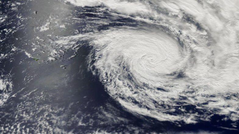 Cyclone BulBul:  బంగాళాఖాతం మీదుగా తరుముకొస్తున్న బుల్బుల్ తుఫాను, ఆంధ్ర ప్రదేశ్ మరియు ఒడిషా రాష్ట్రాలకు ముప్పు, అలర్ట్గా ఉండాలని హెచ్చరికలు జారీచేసిన వాతావరణశాఖ