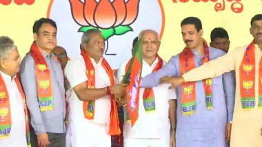 Karnataka Politics: తీర్పు వచ్చిన కొద్ది గంటలకే..కాషాయం కండువా కప్పుకున్న 15 మంది కర్ణాటక రెబల్ ఎమ్మెల్యేలు, బీజేపీ నుంచి ఉప ఎన్నికల్లో పోటీ, డిసెంబర్ 5న ఉప ఎన్నికలు