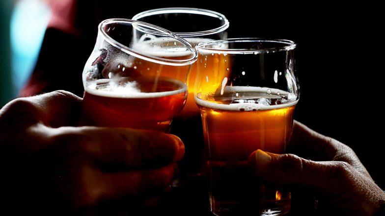 Beer Is Better For You Than Milk: గ్లాసు పాల కన్నా పెగ్గు బీరు మిన్న, ఆరోగ్యంగా ఉండాలంటే ఇదే బెటర్ అంటున్న పెటా, బీరు తాగడం వల్ల ఎముకలు గట్టిపడతాయట, డెయిరీ ఉత్పత్తులు తీసుకుంటే సైడ్ ఎఫెక్ట్స్ ఎక్కువగా వస్తాయట