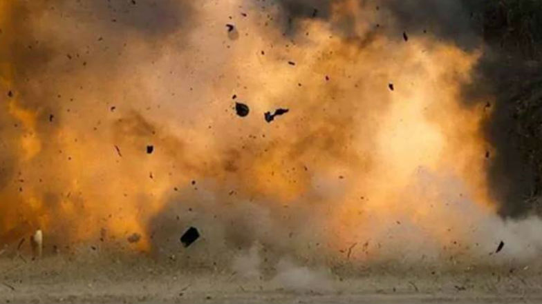 Bomb Blast At Tirupati: తిరుపతిలో బాంబు పేలుడు, ఉలిక్కిపడ్డ ఆధ్యాత్మిక క్షేత్రం, ప్రసూతి ఆస్పత్రి వద్ద ఒక్కసారిగా పేలిన బాంబు, ప్రాణ నష్టం లేకపోవడంతో ఊపిరి పీల్చుకున్న ప్రజలు