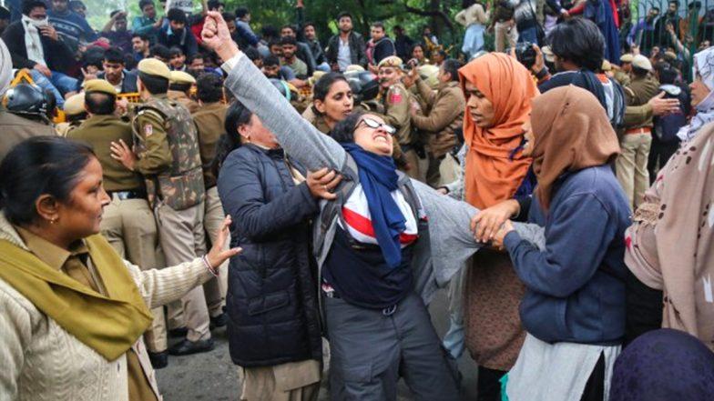 Jamia Millia Islamia Protests: జామియా మిలియా అల్లర్లలో బయట వ్యక్తుల పాత్ర, విద్యార్థులు ఎవరూ లేరన్న పోలీసులు, నేరపూరిత రికార్డులు ఉన్న 10 మందిని అరెస్ట్ చేసినట్లు వెల్లడి