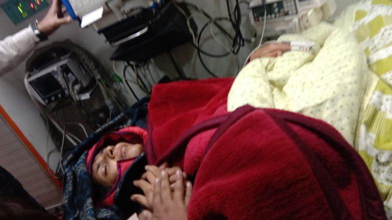 Swati Maliwal Hunger Strike: దిశ చట్టం కోసం 13 రోజులుగా ఆమరణ నిరాహార దీక్ష, క్షీణించిన ఢిల్లీ మహిళా హక్కుల కమిషన్ చీఫ్ స్వాతి మాలివాల్ ఆరోగ్యం, లోక్ నాయక్ హాస్పిటల్కి తరలింపు, చికిత్స అందిస్తున్న డాక్టర్లు