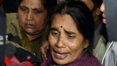 Delhi Gang Rape Case: దోషులను క్షమించి వదిలేయమంటున్న న్యాయవాది ఇందిరా సింగ్, భగ్గుమన్న నిర్భయ తల్లి, మీలాంటి వారి వల్లే అత్యాచార బాధితులకు న్యాయం జరగడం లేదంటూ విమర్శలు