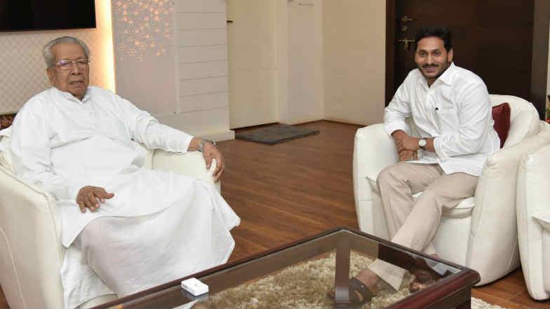 AP CM Meets Governor: ఎన్నికల వాయిదాపై సుప్రీంకోర్టుకు ఏపీ ప్రభుత్వం, గవర్నర్ను కలిసిన ఏపీ సీఎం, ఎన్నికలు జరిపేలా ఎన్నికల కమిషన్ను ఆదేశించాలని విన్నపం, సీఎం వైయస్ జగన్పై చంద్రబాబు ఘాటు విమర్శలు