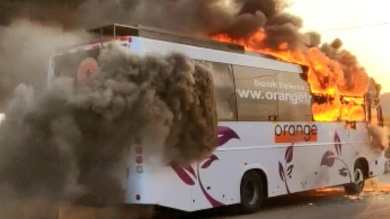 Bus Catches Fire: ఎండాకాలం ఏసీ బస్సు ప్రయాణాల్లో జాగ్రత్త, హైదరాబాద్ సమీపంలో ప్రైవేట్ ట్రావెల్స్ బస్సు దగ్ధం, తృటిలో ప్రాణాపాయం నుంచి తప్పించుకున్న ప్రయాణికులు