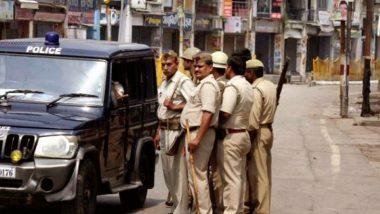 Cops Under Arrest: పోలీసులనే బంధించిన కిలాడీ,  సీజ్ చేసి కారులో షికారుకెళ్లిన పోలీసులు, రిమోట్ కంట్రోల్తో 3 గంటల పాటు కారులోనే బంధించిన యజమాని