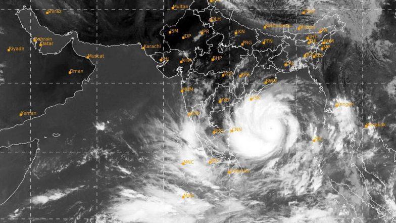 Amphan Cyclone: తీరాన్ని తాకిన అంఫాన్, నాలుగు గంటల పాటు ప్రభావం, అల్లకల్లోలంగా పశ్చిమ బెంగాల్, ఒడిశా తీరప్రాంతాలు, రంగంలోకి దిగిన ఎన్డీఆర్ఎఫ్ బృందాలు