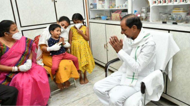 CM KCR Meets Colonel Family: కల్నల్ సంతోష్ బాబు ఫ్యామిలీని పరామర్శించిన సీఎం కేసీఆర్, సంతోష్ కుటుంబానికి ఎల్లవేళలా అండగా ఉంటామని తెలిపిన తెలంగాణ సీఎం