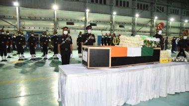 Colonel Santosh Babu Funeral: అమరవీరునికి అశ్రు నివాళి, సైనిక లాంఛనాలతో కల్నల్ సంతోష్ బాబు అంత్యక్రియలు పూర్తి, జనసంద్రమైన సూర్యాపేట, వీరుడా నీకు జోహర్లు అంటూ పెద్ద ఎత్తున నినాదాలు