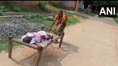 Odisha pension Scheme: పెన్సన్ కష్టాలు ఇంత దారుణంగా ఉంటాయా, పెన్సన్ కోసం 120 ఏళ్ల తల్లిని బ్యాంకుకు మంచం మీద ఈడ్చుకువెళ్లిన కూతురు, షాక్ తిన్న బ్యాంక్ అధికారులు