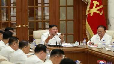 Kim Jong-Un: కోమాలేదు..గీమాలేదు, మీటింగ్లో దర్జాగా ఉత్తర కొరియా అధ్యక్షుడు కిమ్ జంగ్ ఉన్, సంచలన ఫోటోలను విడుదల చేసిన నార్త్ కొరియా వార్తా సంస్థ కెసిఎన్ఎ, నిజమా..కాదా అనే సందిగ్ధంలో నెటిజన్లు