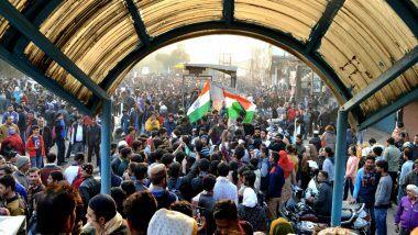 Shaheen Bagh Protests: బహిరంగ ప్రదేశాల్లో నిరసనలు సమర్థనీయం కాదు, కీలక వ్యాఖ్యలు చేసిన సుప్రీంకోర్టు, మత విద్వేషాలను రెచ్చగొడుతున్న వాట్సాప్ గ్రూపు నిర్వాహకులను అదుపులోకి తీసుకున్న పోలీసులు