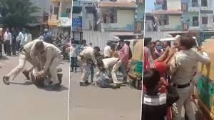 Madhya Pradesh: మాస్క్ లేదని కొడుకు ముందే తండ్రిని తీవ్రంగా కొట్టిన పోలీసులు, సోషల్ మీడియాలో వైరల్ అయిన వీడియో, ఇద్దరు పోలీసులను సస్పెండ్ చేసిన ఉన్నతాధికారులు, మధ్యప్రదేశ్ రాష్ట్రంలో ఘటన