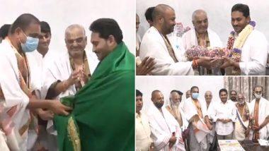 Ramana Dikshitulu Meets AP CM: సీఎం జగన్ను మహావిష్ణువుతో పోల్చిన రమణ దీక్షితులు, సీఎంతో మర్యాదపూర్వక భేటీ, అర్చకుల వంశపారంపర్య హక్కులను కాపాడారంటూ కృతజ్ఞతలు