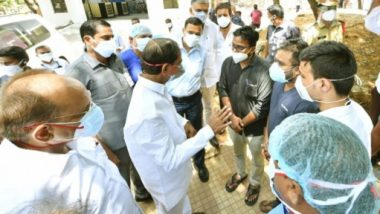 CM KCR Visits Gandhi Hospital: నేనున్నా..ధైర్యంగా ఉండండి, సీఎం హోదాలో తొలిసారిగా గాంధీ ఆస్పత్రికి కేసీఆర్, వైద్య సేవల గురించి ఆరా, ప్రస్తుతం వైద్య, ఆరోగ్య శాఖ బాధ్యతలను పర్యవేక్షిస్తున్న తెలంగాణ సీఎం