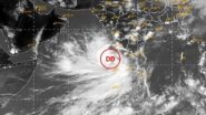 Cyclone Tauktae: విరుచుకుపడుతున్న తౌక్టే తుఫాన్, కేరళలో కుప్పకూలిన భవనం, అయిదు రాష్ట్రాలకు హెచ్చరికలు జారీ చేసిన ఐఎండీ, పోర్బందర్ - నలియాల మధ్య తీరం దాటే అవకాశం