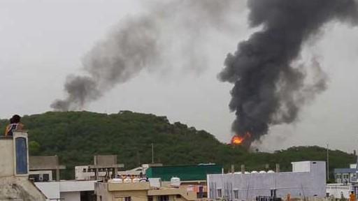 Fire Accident at HPCL in Vizag: విశాఖ హెచ్పీసీఎల్ రిఫైనరీలో భారీ అగ్నిప్రమాదం, ప్రమాద సమయంలో అక్కడ 100 మంది ఉద్యోగులు, మంటలను అదుపులోకి తీసుకువచ్చిన ఫైర్ సిబ్బంది