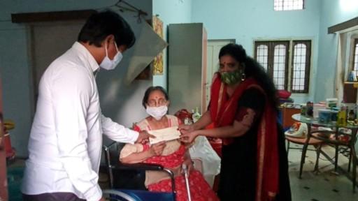 Tollywood Helps to Pavala Shyamala: నటి పావలా శ్యామలకు తెలుగు సినీ ఇండస్ట్రీ నుంచి అందుతున్న సహాయం, ఇప్పటికే చెక్కులు అందజేసిన పలువురు సినీ ప్రముఖులు, ఆనందం వ్యక్తం చేసిన హాస్య నటి