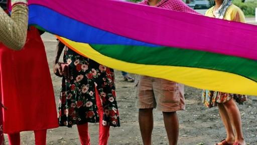 Hijras Attack on Bridal Party: బరితెగించిన హిజ్రాలు, నగ్నంగా రోడ్డుపై పడుకుని..పెళ్లి బృందం వాహనాన్ని ఆపి డబ్బులు డిమాండ్, అడిగినంత ఇవ్వలేదని రాళ్లతో దాడి, కేసు నమోదు చేసిన అనంతపూర్ బత్తలపల్లి పోలీసులు