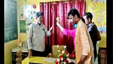 Karnataka Shocker: నాతో రోజూ పడుకో, వ్యాక్సిన్ ఇస్తున్ననర్సుపై కామ బుద్ధిని చూపించిన ప్రధానోపాధ్యాయుడు, కీచకుడికి దేహశుద్ధి చేసిన ఆమె తరపు బంధువులు, కర్ణాటక బెళగావి జిల్లాలో ఘటన