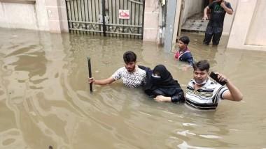 Cyclone Gulab: గులాబ్ గుబులు..దయచేసి ఎవరూ బయటకు రావొద్దు, మరో రెండు రోజులు తుఫాను పట్ల అప్రమత్తంగా ఉండాలని సూచించిన హైదరాబాద్, సైబరాబాద్ సీపీలు, తెలంగాణలోని 14 జిల్లాల్లో రెడ్ అలర్ట్