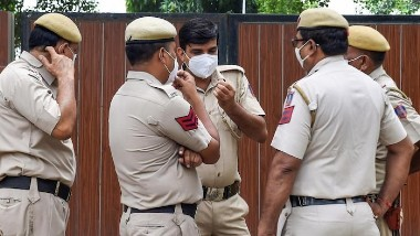 MP Shocker: మహిళా పోలీస్ అధికారి స్నానం చేస్తుండగా వీడియో, రూ.5 లక్షలు ఇవ్వాలని బ్లాక్ మెయిల్, పోలీస్ ఉన్నతాధికారులకు ఫిర్యాదు చేసిన బాధితురాలు