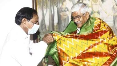 కేంద్ర మంత్రి గజేంద్ర సింగ్ షెకావత్తో సీఎం కేసీఆర్ భేటీ