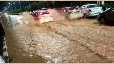 Bengaluru Rains: నీట మునిగిన బెంగళూరు విమానాశ్రయం, ట్రాక్టర్లలో ఎయిర్పోర్టుకి చేరుకున్న ప్రయాణికులు, రాబోయే నాలుగు రోజుల పాటు బెంగుళూరుకు భారీ వర్షాలు