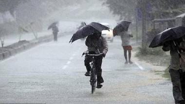 AP Weather Report: 24 గంటల్లో బంగాళాఖాతంలో అల్పపీడనం, రానున్న రెండు రోజుల పాటు తెలుగు రాష్ట్రాల్లో తేలిక పాటి నుంచి మోస్తరు వర్షాలు
